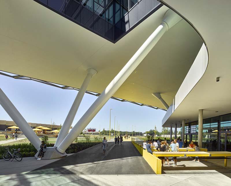 酷似体育场!阿迪达斯ARENA办公大楼-陕西度高环境艺术设计有限公司