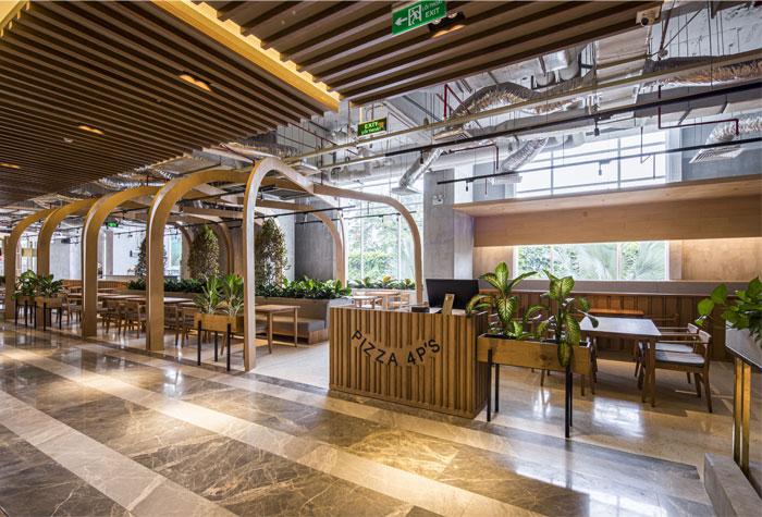 开放且放松的温暖环境 Pizza 4P's THE EMPORIUM 餐厅设计-陕西度高环境艺术设计有限公司